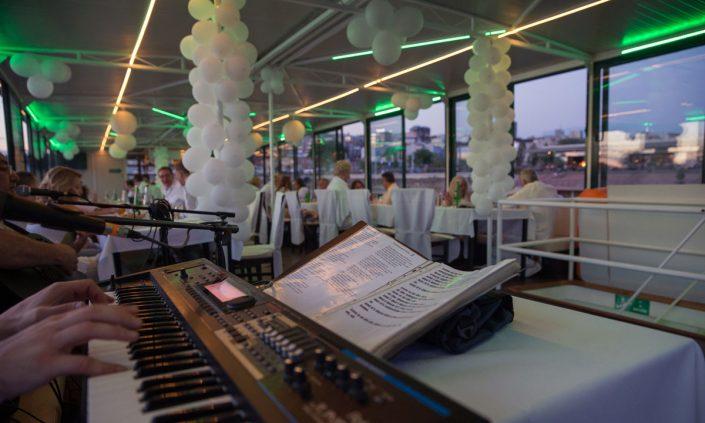 Organizujte kongrese i promocije u restoranu na brodu uz krstarenje Beogradom, Dunavom i Savom.