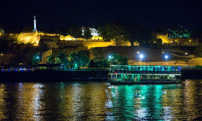 Brod Kej 2 nocno krstarenje rekama