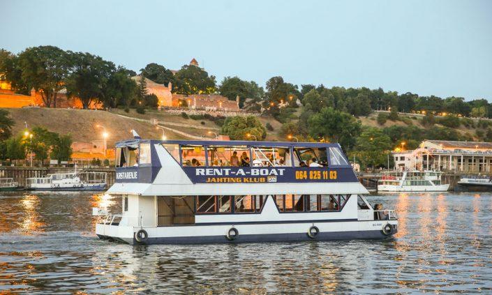 Brod Duck, krstarenje Beogradom