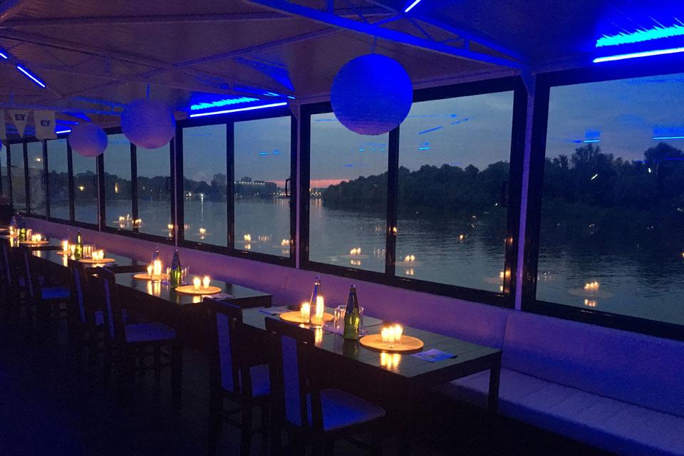 Dan zaljubljenih - Romantično krstarenje uz večeru Beograd / Romantic Valentine's Day dinner Belgrade cruise